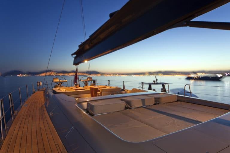 Super Yacht Dark Shadow decks + sunbeds
