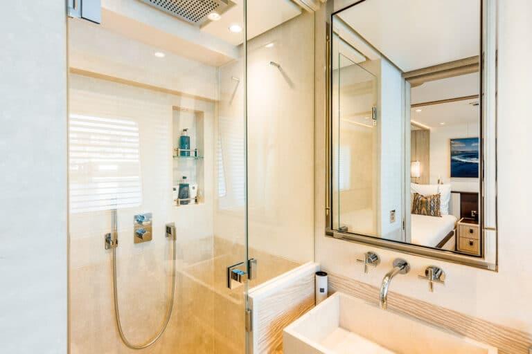 Motor Yacht Calypso Twin Stateroom Bathroom