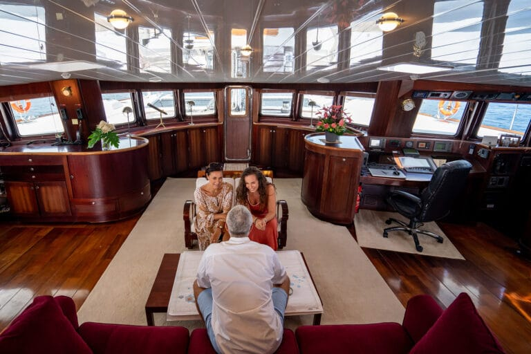 Super yacht DOUCE FRANCE - Saloon overview