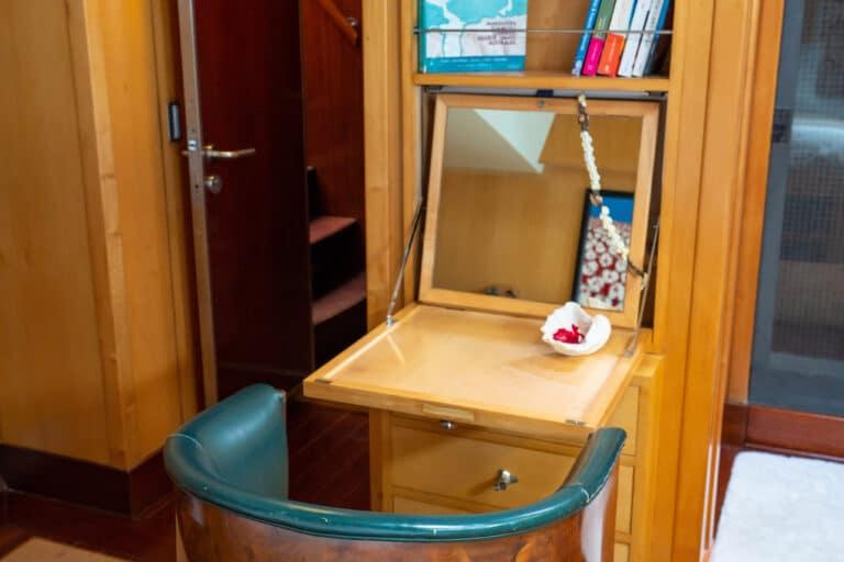 Super yacht DOUCE FRANCE - Master cabin make-up table