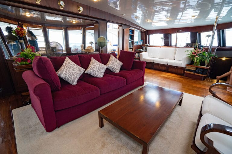 Super yacht DOUCE FRANCE - Living space to deck