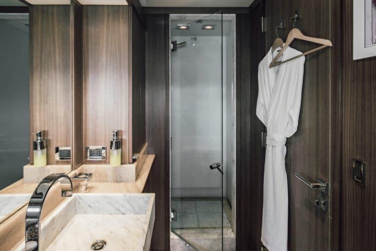 Yacht Bagheera - ensuite bathroom with shower