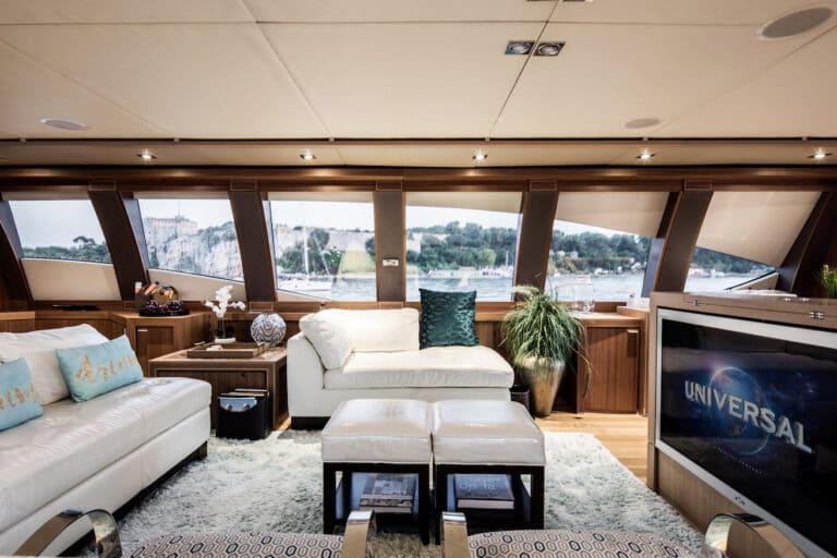 Yacht Bagheera - inviting saloon