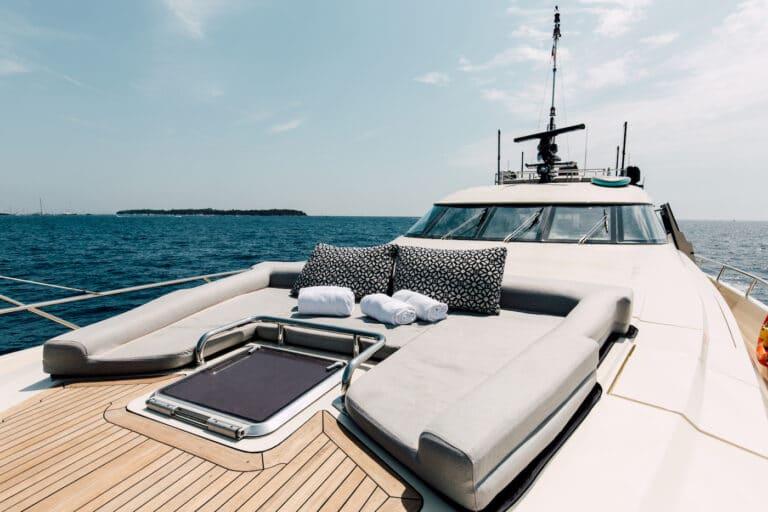 Yacht Bagheera - sunbathing at bow