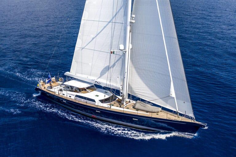Luxury Yacht LADY 8 - Sailing