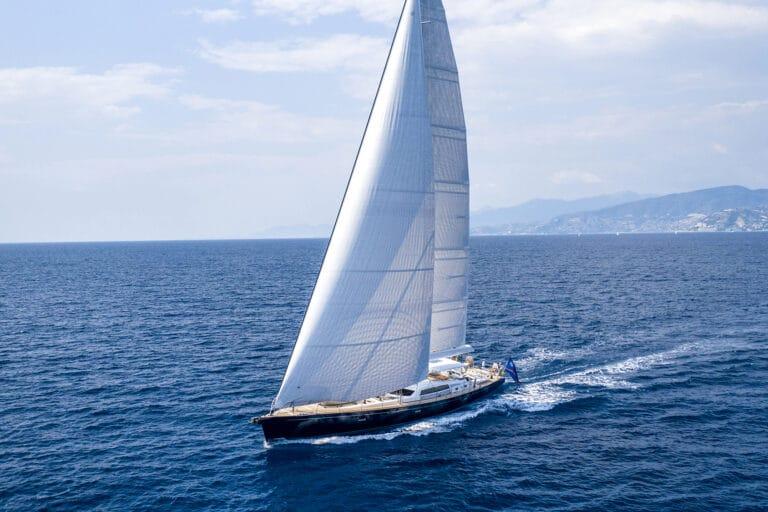 Luxury Yacht LADY 8 - Bird view left