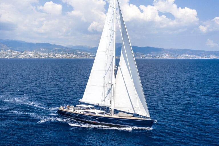 Luxury Yacht LADY 8 - Bird view right