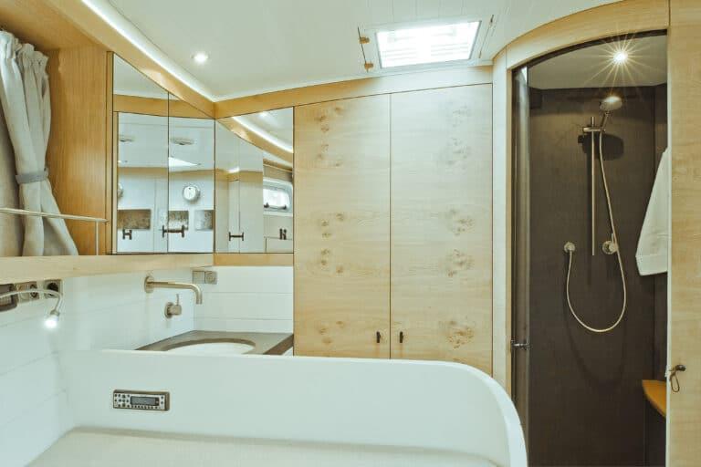 Sailing Yacht Helene - Master cabin bathroom