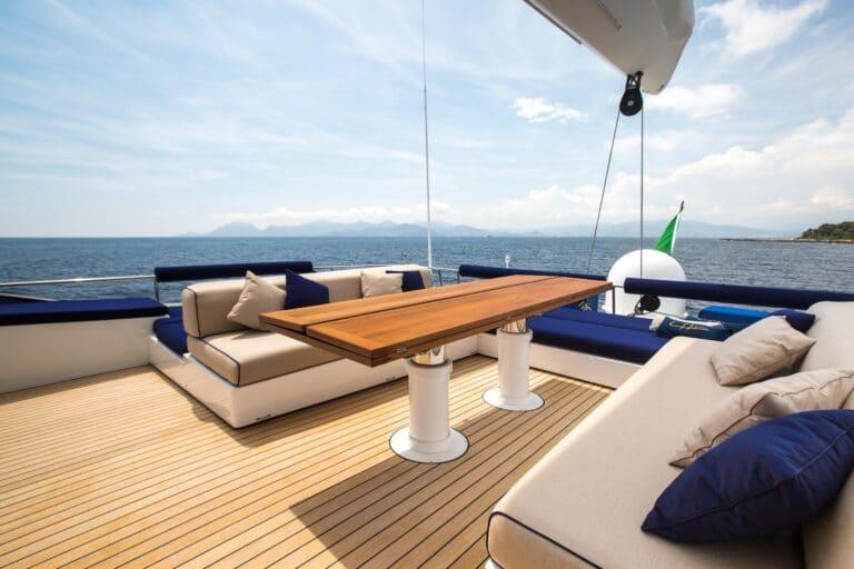 Luxury Catamaran HUTIANE flybridge