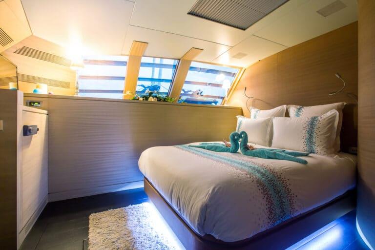 Luxury Catamaran HUTIANE Double Cabin