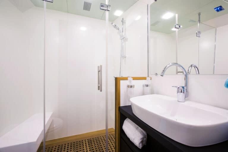 Luxury Catamaran HUTIANE Double Cabin En Suite