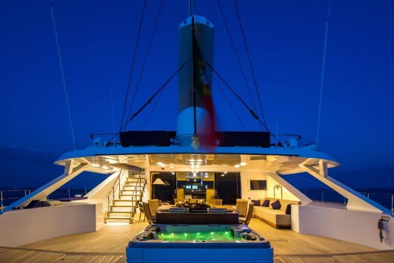 Luxury Catamaran HUTIANE Jacuzzi