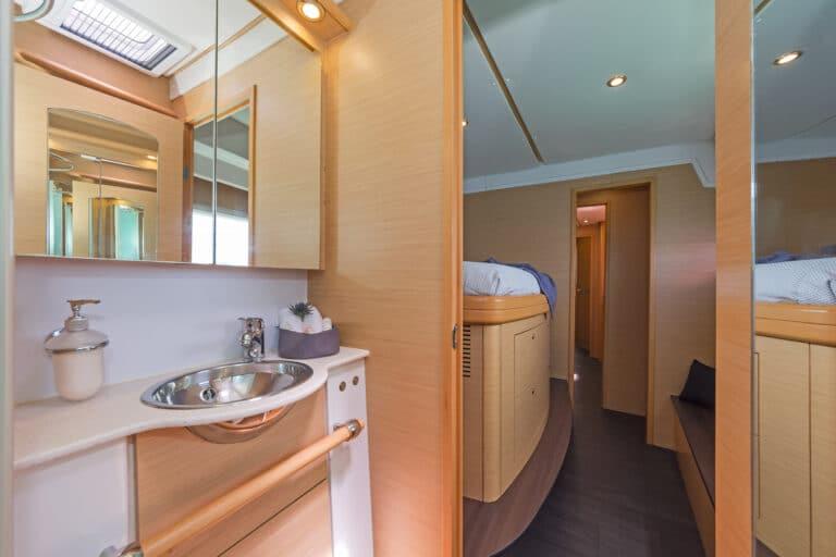 Luxury Sailing Catamaran IDEA! - Master cabin En Suite