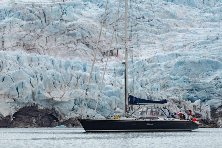 Luxury yacht LEATSA - At anchor