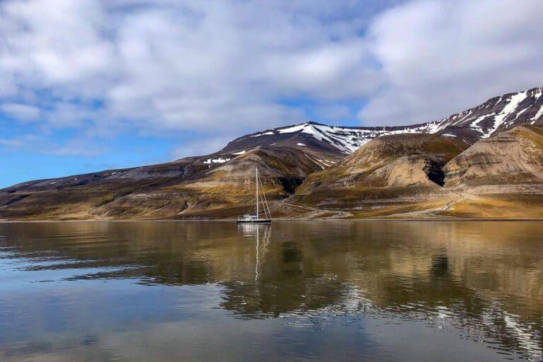 Luxury yacht LEATSA - Discover the arctic