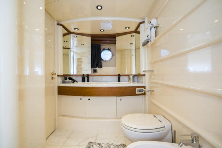 Luxury Motor Yacht MEDUSA Master cabin En Suite