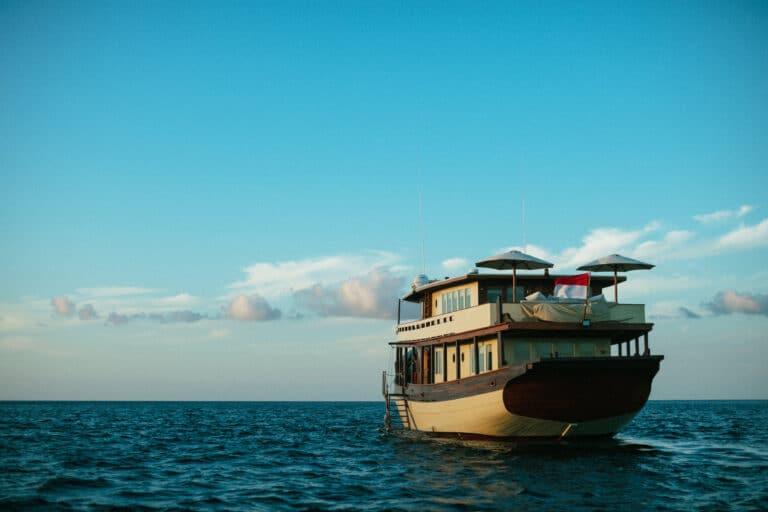 Mischief custom Phinisi Yacht - Sailing