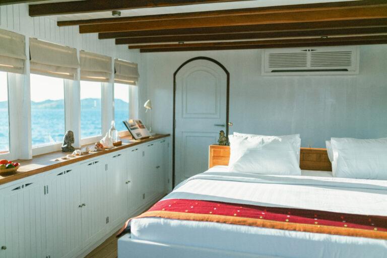 Mischief custom Phinisi Yacht - Master cabin