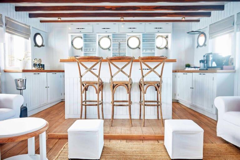 Mischief custom Phinisi Yacht - bar