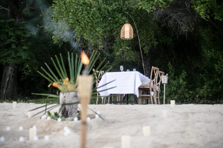 Mischief custom Phinisi Yacht - Beach diner
