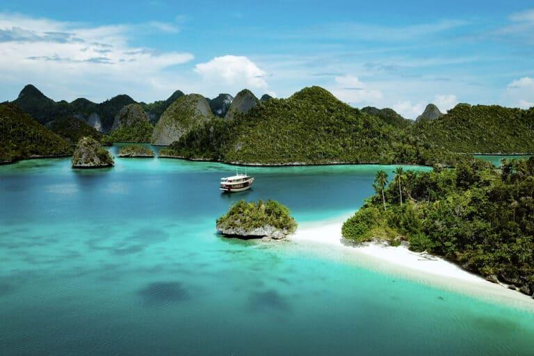 Mischief custom Phinisi Yacht - Dream locations
