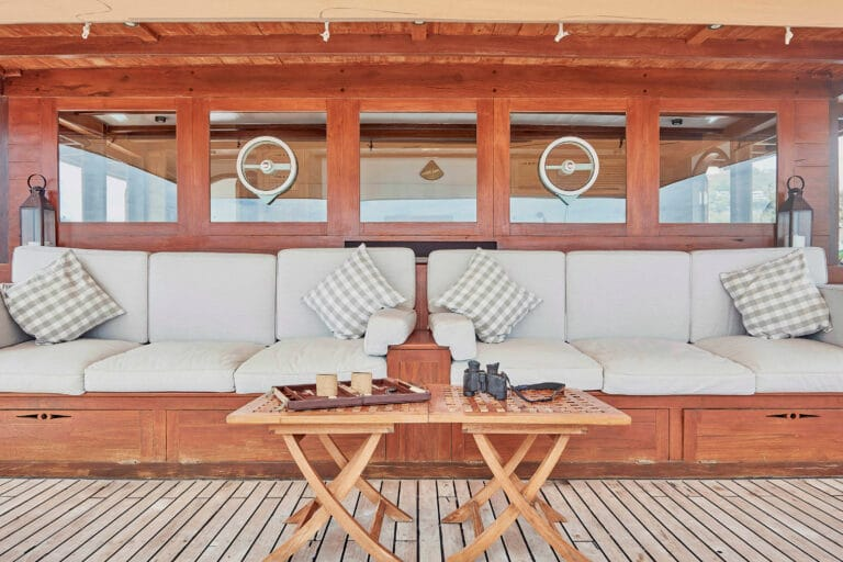 Mischief custom Phinisi Yacht - Lounge