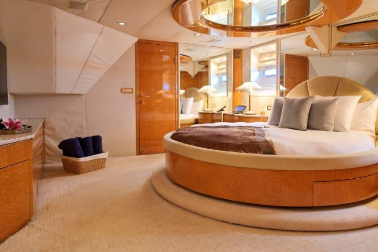 Luxury Motor Yacht MOONRAKER master suite