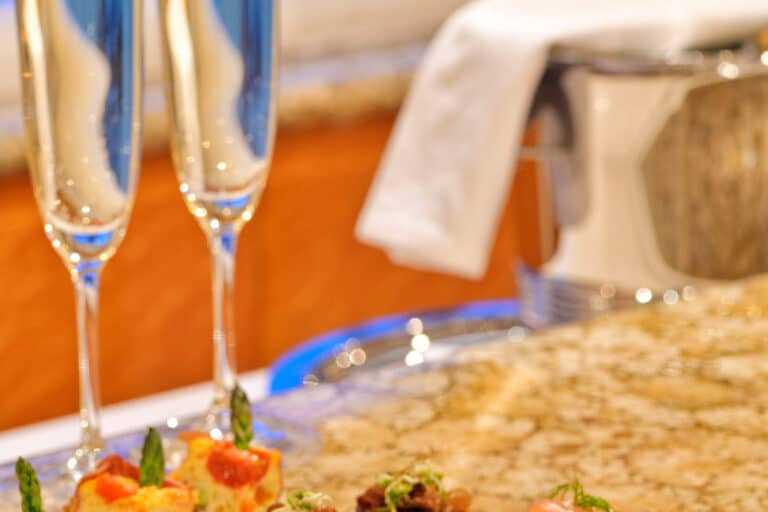 Luxury Motor Yacht MOONRAKER champagne