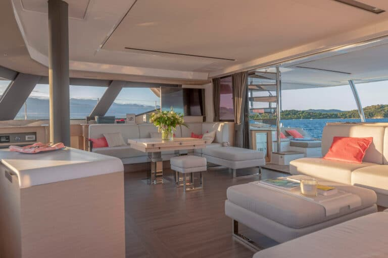 Luxury Catamaran NUMBER ONE - Saloon