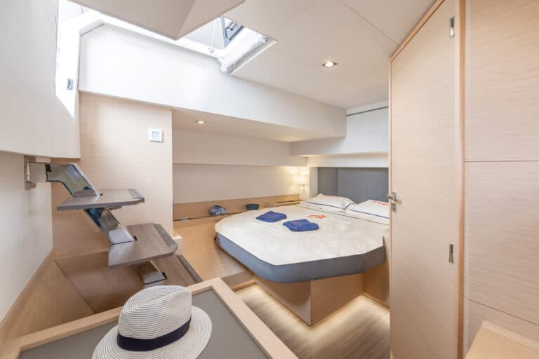 Luxury Catamaran NUMBER ONE - Master Cabin 3