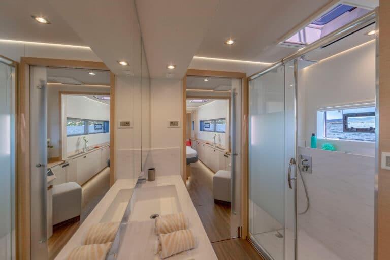 Luxury Catamaran NUMBER ONE - Master Cabin En Suite