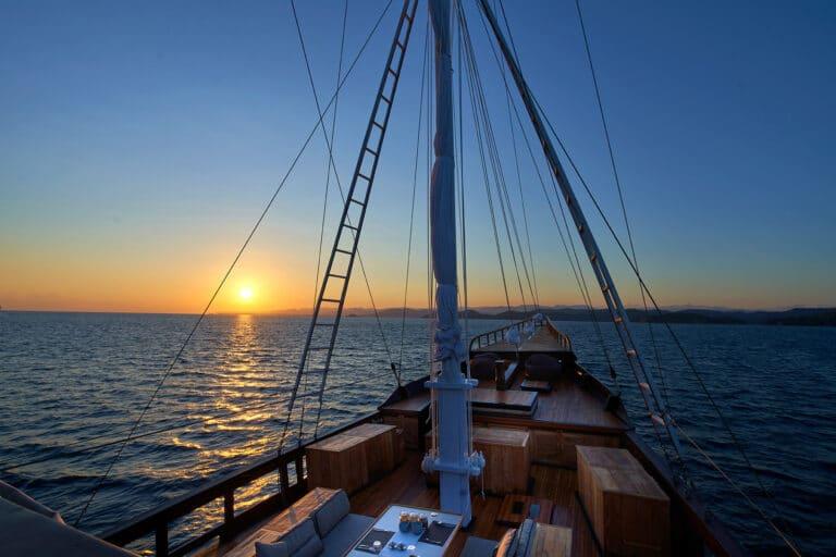 Luxury Phinishi Yacht ORACLE sunset