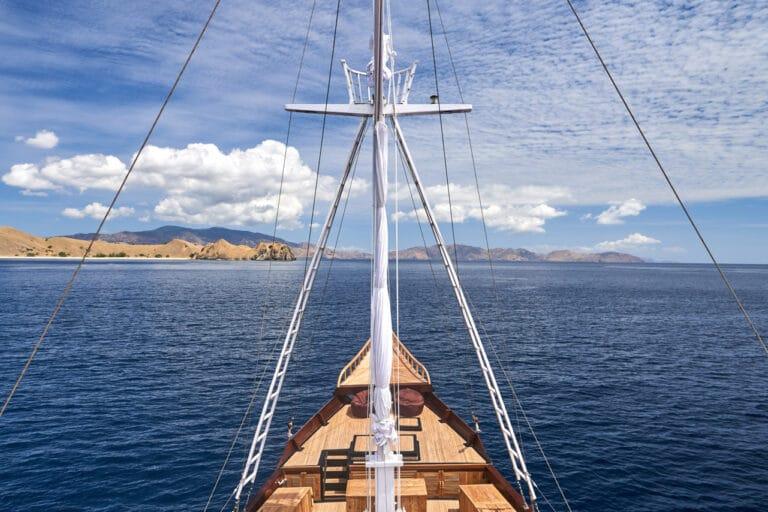 Luxury Phinishi Yacht ORACLE sun deck