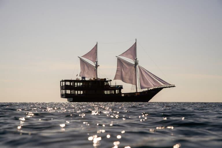 Luxury Phinishi Yacht ORACLE silhouet