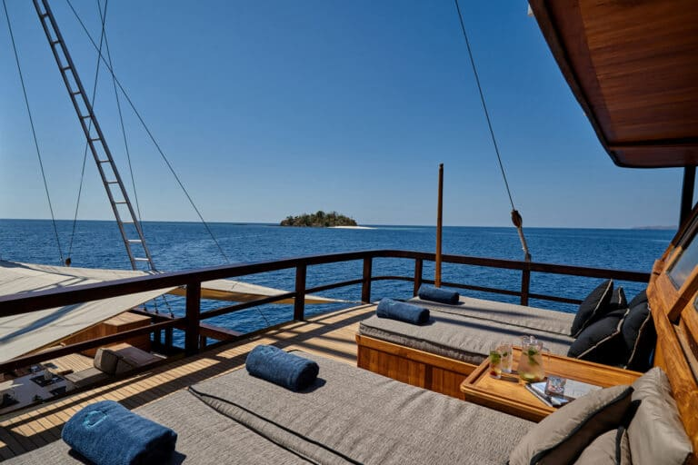 Luxury Phinishi Yacht ORACLE Sun deck front