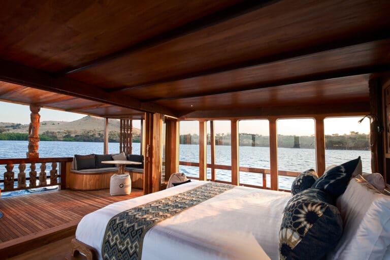Luxury Phinishi Yacht ORACLE Master Cabin