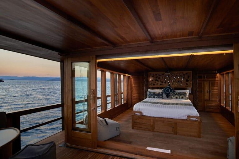 Luxury Phinishi Yacht ORACLE Master Cabin Entrance