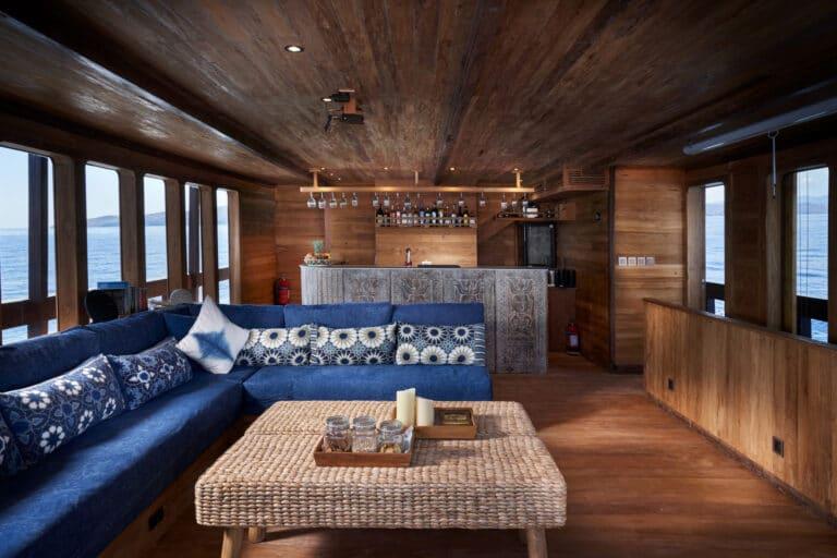 Luxury Phinishi Yacht ORACLE Saloon