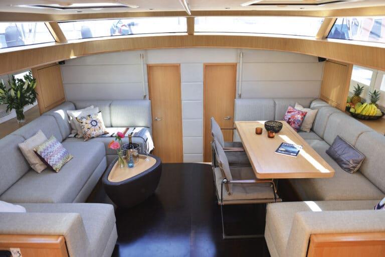 Sailing yacht PH3 Saloon