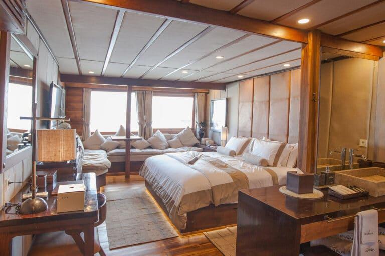 Luxurious Phinisi yacht PRANA - Master Cabin