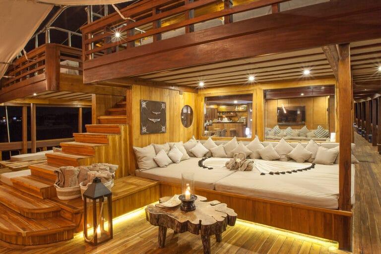 Luxurious Phinisi yacht PRANA - Deck Lounge