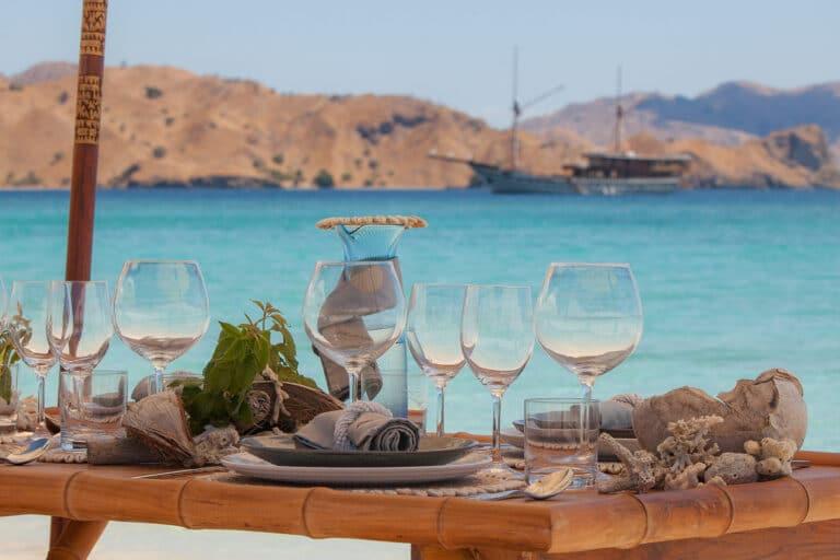 Luxurious Phinisi yacht PRANA - Island dining