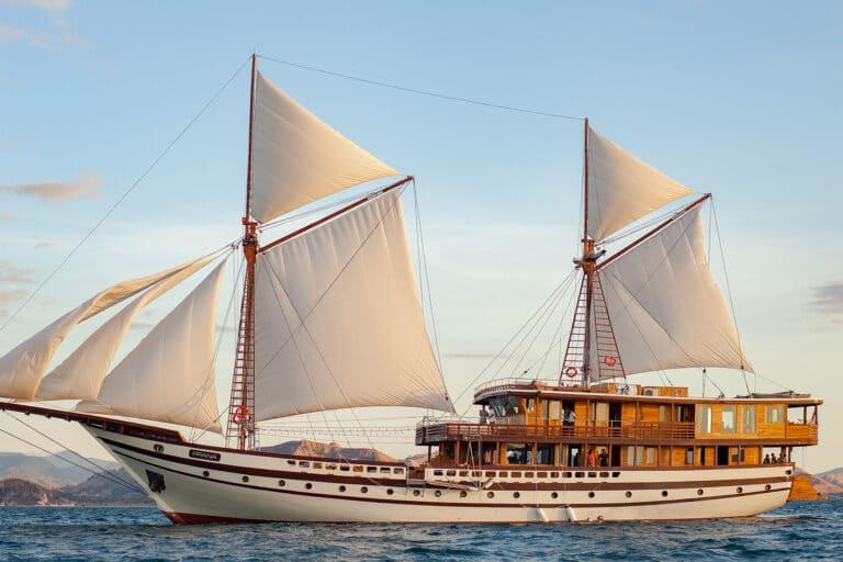 Luxurious Phinisi yacht PRANA Sailing
