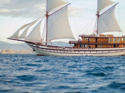 Luxurious Phinisi yacht PRANA in action