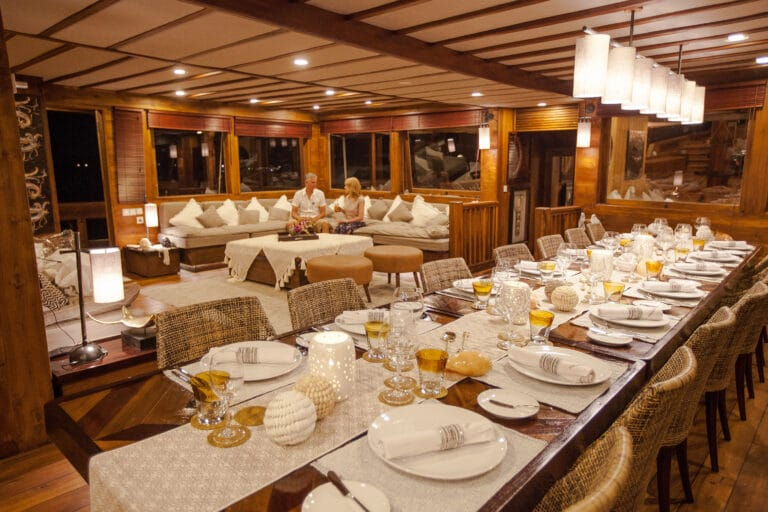 Luxurious Phinisi yacht PRANA - Dining table