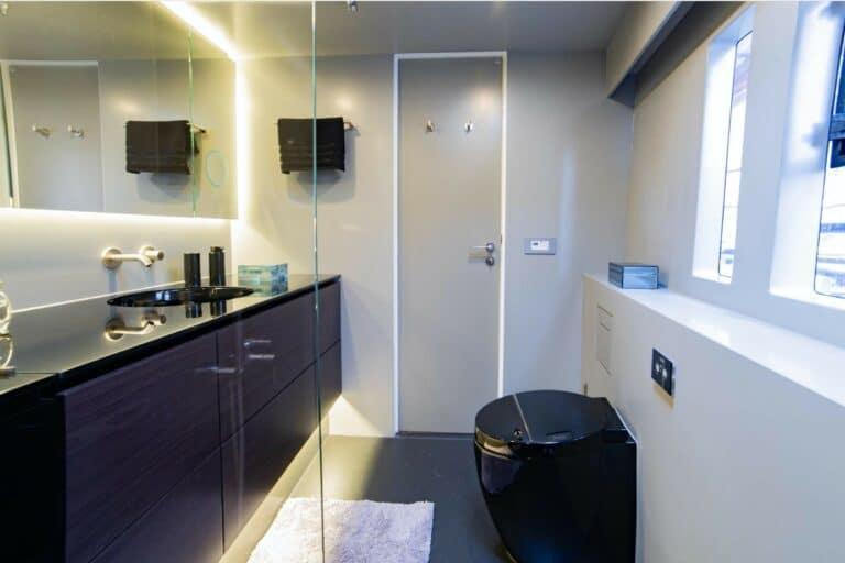 Luxury Catamaran SAMA En Suite bathroom