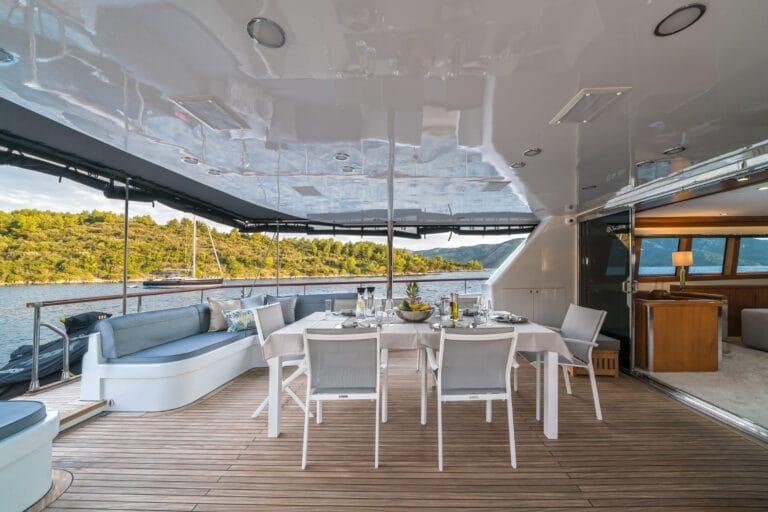 Luxury Motor Yacht San Limi al fresco dining