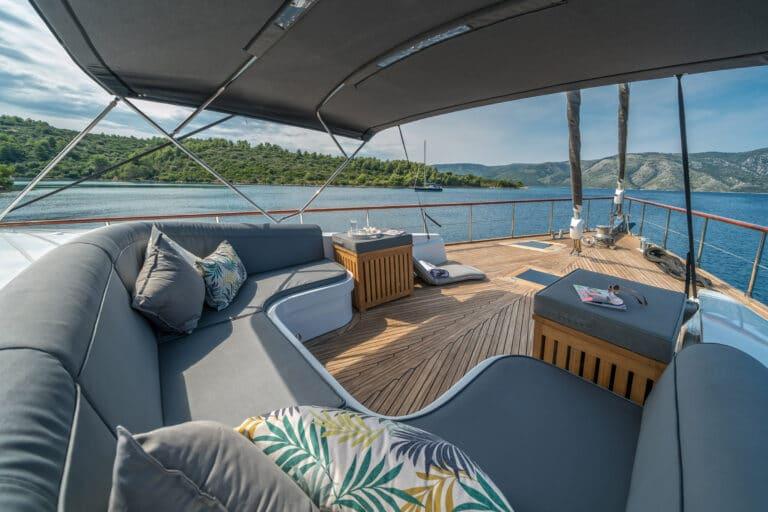 Luxury Motor Yacht SAN LIMI lounge