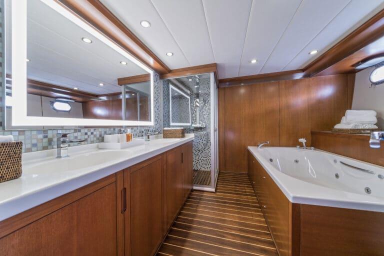 Luxury Motor Yacht SAN LIMI master cabin en suite bathroom