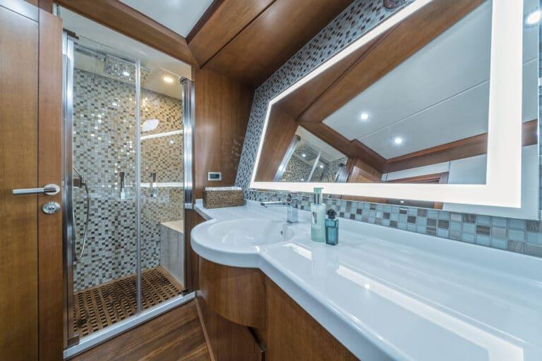 Luxury Motor Yacht SAN LIMI master suite en suite bathroom